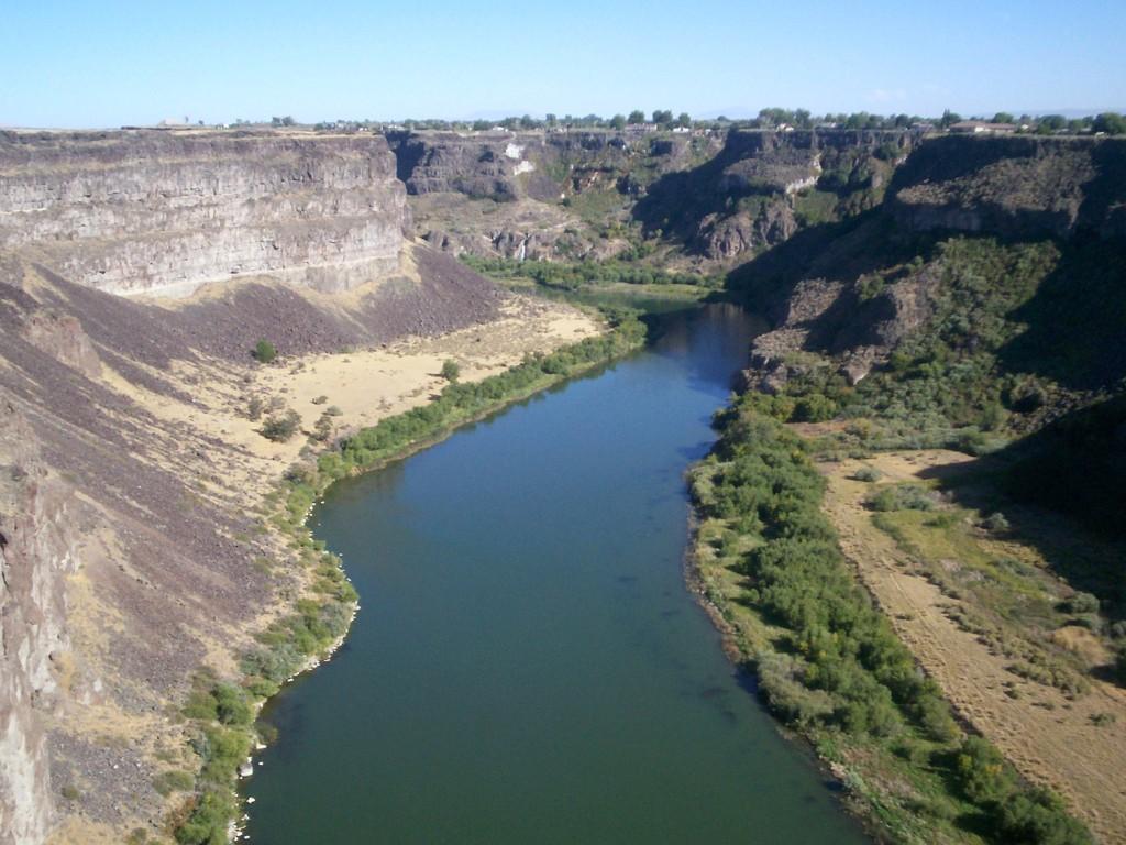 Snake_River_view_near_Twin_Falls,_Idaho